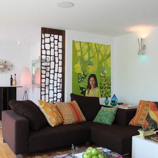 ロサンゼルスのミッドセンチュリースタイルのおしゃれなリビングのホームバーの写真