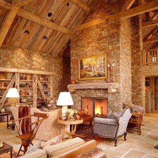Réalisation d'un salon chalet ouvert avec un mur beige, une cheminée standard et un manteau de cheminée en pierre.