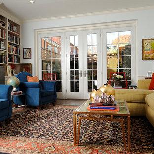 Fernseherlose Stilmix Bibliothek mit blauer Wandfarbe und Kamin in Philadelphia