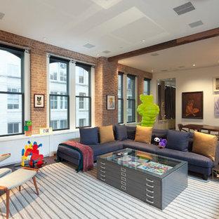 Ispirazione per un grande soggiorno industriale aperto con pareti bianche, parquet scuro, nessun camino e TV a parete