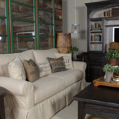 living room by Jaye Lee Interiors