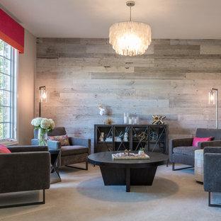 Großes, Fernseherloses, Abgetrenntes Stilmix Wohnzimmer ohne Kamin mit weißer Wandfarbe und Teppichboden in Denver