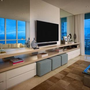 Foto di un soggiorno design di medie dimensioni e aperto con pareti grigie, pavimento in marmo, nessun camino e parete attrezzata