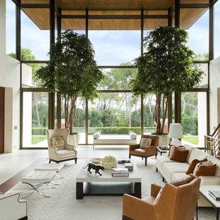Inspiration pour un très grand salon traditionnel fermé avec une cheminée standard, un sol en bois brun, un manteau de cheminée en pierre, aucun téléviseur, un mur blanc et un sol blanc.