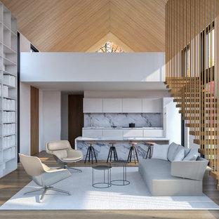 Immagine di un piccolo soggiorno design aperto con pareti bianche, parquet chiaro, TV nascosta e pavimento beige