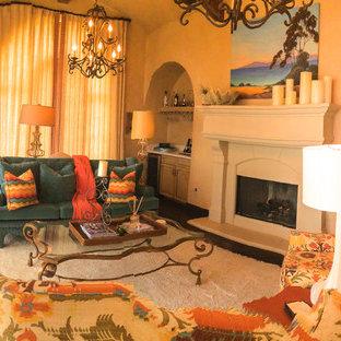 他の地域の広い地中海スタイルのおしゃれな独立型リビング (フォーマル、ベージュの壁、濃色無垢フローリング、標準型暖炉、石材の暖炉まわり、テレビなし、茶色い床) の写真