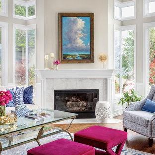 大きいトラディショナルスタイルのおしゃれなLDK (グレーの壁、無垢フローリング、標準型暖炉、石材の暖炉まわり、テレビなし、茶色い床) の写真