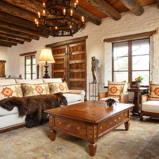 アルバカーキの大きいサンタフェスタイルのおしゃれなLDK (フォーマル、白い壁、テラコッタタイルの床) の写真