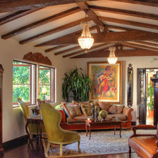 Traditional Living Room by Pritzkat & Johnson Architects