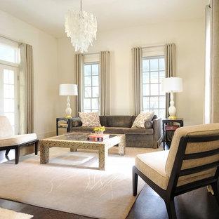 Modelo de salón para visitas abierto, clásico renovado, de tamaño medio, con paredes blancas, suelo de corcho, chimenea de doble cara, marco de chimenea de ladrillo y suelo marrón