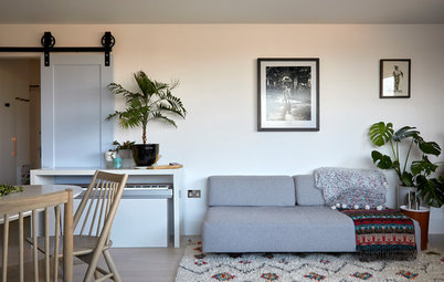 Houzz Tour: A Dull Flat Becomes a Guest-friendly Home