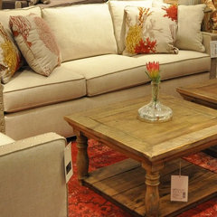 traditional living room by Zin Home