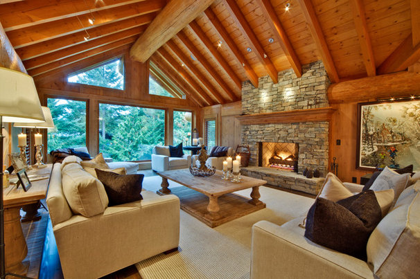 Traditional Living Room by Blue Ice Construction Limited