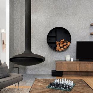 Foto de salón abierto, machihembrado y boiserie, moderno, grande, boiserie, con paredes grises, suelo de madera en tonos medios, chimeneas suspendidas, marco de chimenea de baldosas y/o azulejos, televisor colgado en la pared, suelo marrón y boiserie