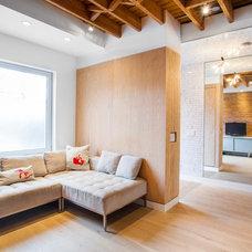 Modern Living Room by Wanda Ely Architect Inc.