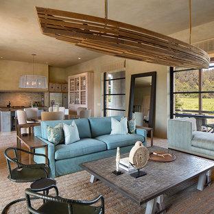Inspiration pour un grand salon rustique ouvert avec un mur beige, un sol en bois clair, une cheminée standard, un manteau de cheminée en métal, un téléviseur fixé au mur et un sol multicolore.
