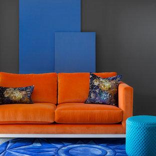 Esempio di un piccolo soggiorno moderno stile loft con pareti nere, moquette e nessuna TV