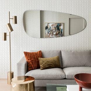 Foto de salón vintage, de tamaño medio, con suelo de madera clara, suelo beige y paredes beige