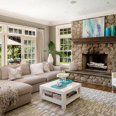 Traditional Living Room by En Vue Staging