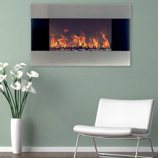 クリーブランドの中サイズのコンテンポラリースタイルのおしゃれなリビング (緑の壁、吊り下げ式暖炉、金属の暖炉まわり) の写真