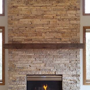 ミネアポリスの中サイズのトラディショナルスタイルのおしゃれなLDK (グレーの壁、淡色無垢フローリング、標準型暖炉、石材の暖炉まわり、ベージュの床) の写真