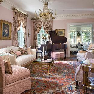 Idéer för ett klassiskt vardagsrum, med ett musikrum och rosa väggar