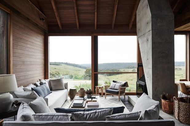 Rustic Living Room by Byrne Architects