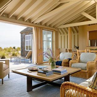 サンフランシスコの小さいビーチスタイルのおしゃれなLDK (フォーマル、ベージュの壁、カーペット敷き、テレビなし、標準型暖炉、金属の暖炉まわり) の写真