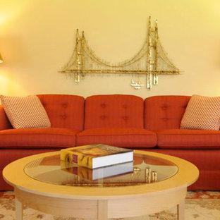 Idee per un grande soggiorno minimal con pareti arancioni
