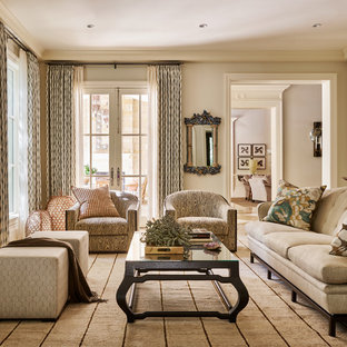 Classic enclosed living room in Dallas with a home bar and beige walls.