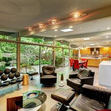 Modern Living Room by Unique Techniques