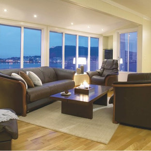 Example of a mid-sized trendy formal and enclosed living room design in Los Angeles