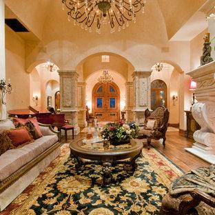 フェニックスの巨大なラスティックスタイルのおしゃれなLDK (フォーマル、マルチカラーの壁、濃色無垢フローリング、標準型暖炉、石材の暖炉まわり、テレビなし、マルチカラーの床) の写真
