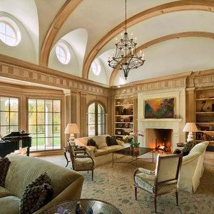 Idées déco pour un très grand salon classique avec une cheminée standard.