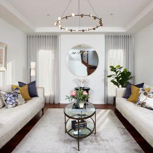 メルボルンのコンテンポラリースタイルのおしゃれなリビング (フォーマル、白い壁、濃色無垢フローリング、暖炉なし、茶色い床、折り上げ天井) の写真