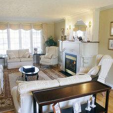 Traditional Living Room by Artfield Associates Inc.