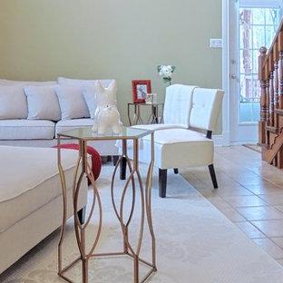 Idee per un piccolo soggiorno country aperto con sala formale, pareti gialle, pavimento con piastrelle in ceramica, nessuna TV e pavimento arancione