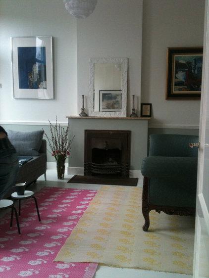 Contemporary Living Room by Saus Design