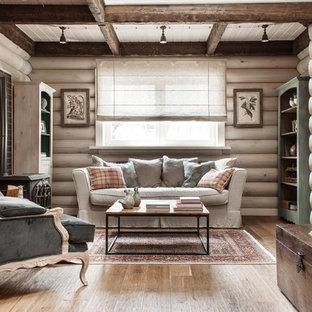 Immagine di un soggiorno country di medie dimensioni e aperto con pareti bianche, pavimento in legno massello medio e stufa a legna