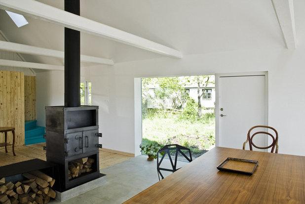 Scandinavian Living Room by LASC Studio