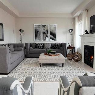Diseño de salón actual con paredes blancas, chimenea tradicional y televisor colgado en la pared