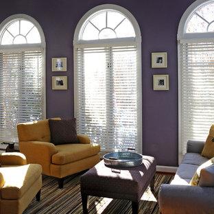 Foto di un grande soggiorno classico chiuso con sala formale, pareti viola, nessun camino, nessuna TV, moquette e pavimento multicolore