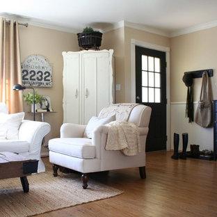 Foto di un soggiorno tradizionale di medie dimensioni e chiuso con pareti beige, sala formale, nessuna TV e pavimento in vinile