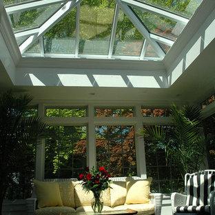 Imagen de salón clásico, de tamaño medio, sin chimenea, con suelo de linóleo