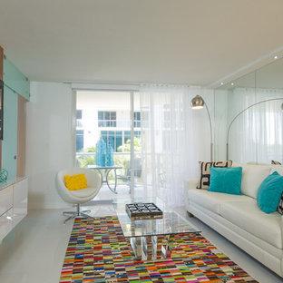 Ejemplo de salón con barra de bar abierto, moderno, pequeño, sin chimenea, con paredes blancas, suelo de baldosas de porcelana, televisor colgado en la pared y suelo blanco