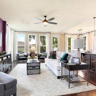 ニューオリンズのトランジショナルスタイルのおしゃれなLDK (紫の壁、濃色無垢フローリング、壁掛け型テレビ) の写真