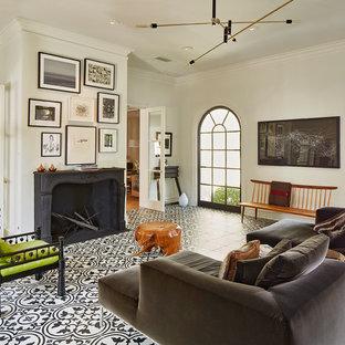 ダラスの大きいエクレクティックスタイルのおしゃれな独立型リビング (白い壁、セラミックタイルの床、両方向型暖炉、コンクリートの暖炉まわり、テレビなし、フォーマル、マルチカラーの床) の写真