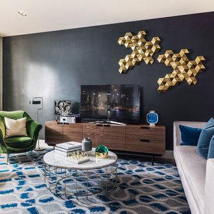 Idee per un soggiorno design con pareti nere e TV autoportante