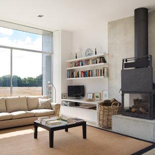 Imagen de salón abierto, actual, de tamaño medio, con paredes blancas y estufa de leña