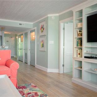Свежая идея для дизайна: открытая, парадная гостиная комната среднего размера в морском стиле с полом из винила, желтым полом, зелеными стенами и мультимедийным центром - отличное фото интерьера